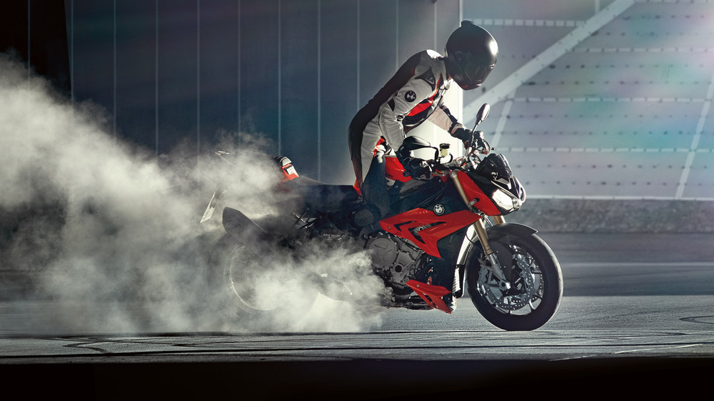 /photos-motos/BMW/s1000r/S1000R_SMOKE