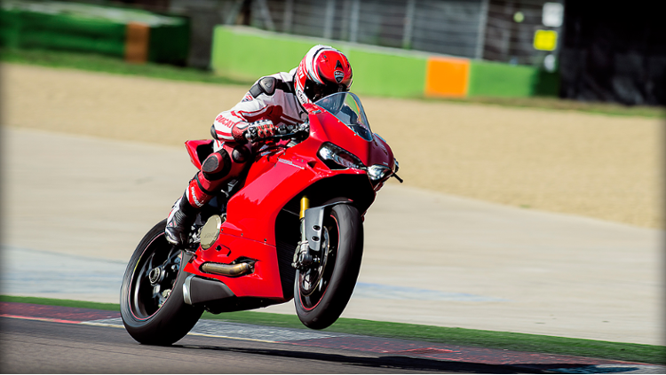 /photos-motos/Ducati/1299_panigale/SBK-1299-Panigale-S_2015_Amb-01_1920x1080.mediagallery_output_image_750x423