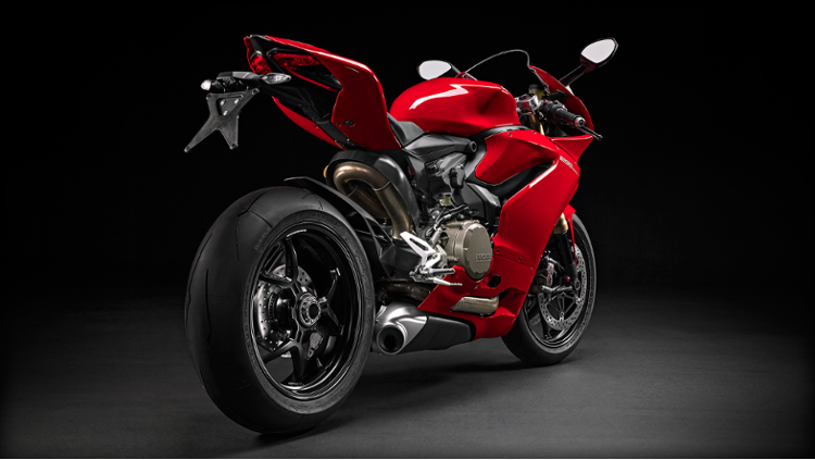 /photos-motos/Ducati/1299_panigale/SBK-1299-Panigale_2015_Studio_R_D01_1920x1080.mediagallery_output_image_750x423